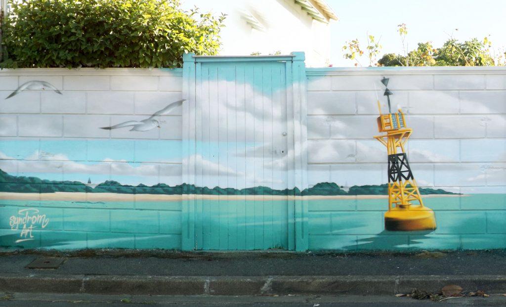Peinture décorative de 2 x 10 m sur le thème de la mer et de la navigation réalisée à La Rochelle.